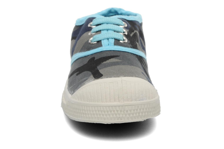 Sneakers Bensimon Tennis Camouflage E Azzurro modello indossato