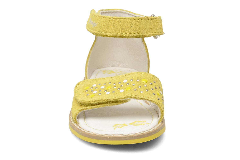 Sandales et nu-pieds Primigi AAMINA Jaune vue portées chaussures