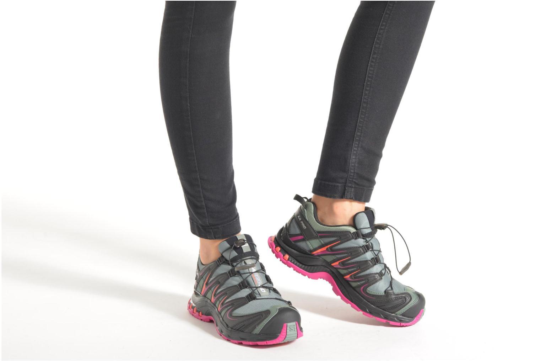 Chaussures de sport Salomon XA Pro 3D GTX W Noir vue bas / vue portée sac