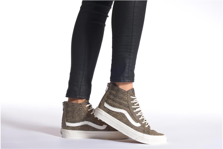 Sneaker Vans SK8-Hi Slim Zip braun ansicht von unten / tasche getragen