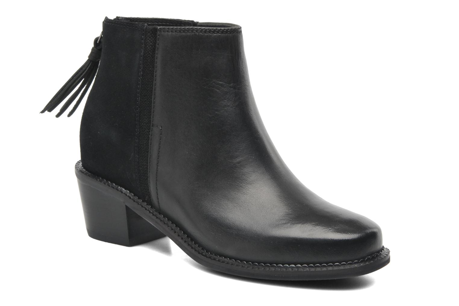 Stella Cordell Black leather