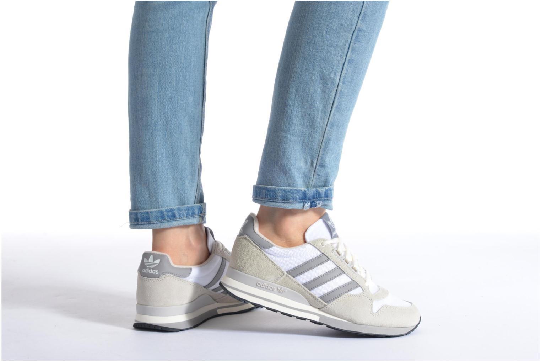 Sneaker Adidas Originals Zx 500 Og W beige ansicht von unten / tasche getragen