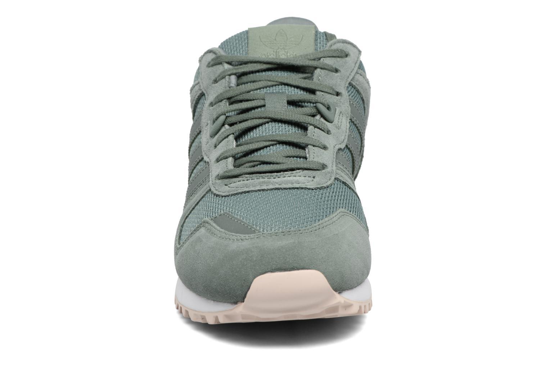 Baskets Adidas Originals Zx 700 W Vert vue portées chaussures