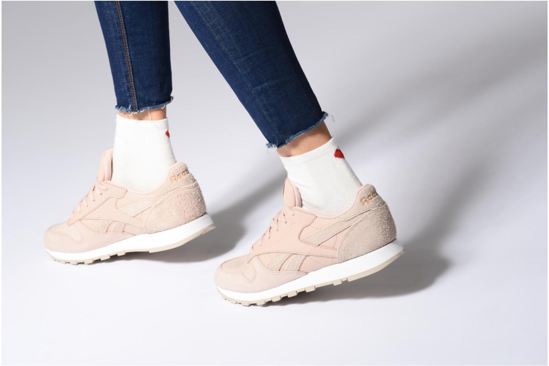Sneaker Reebok Classic Leather W weiß ansicht von unten / tasche getragen