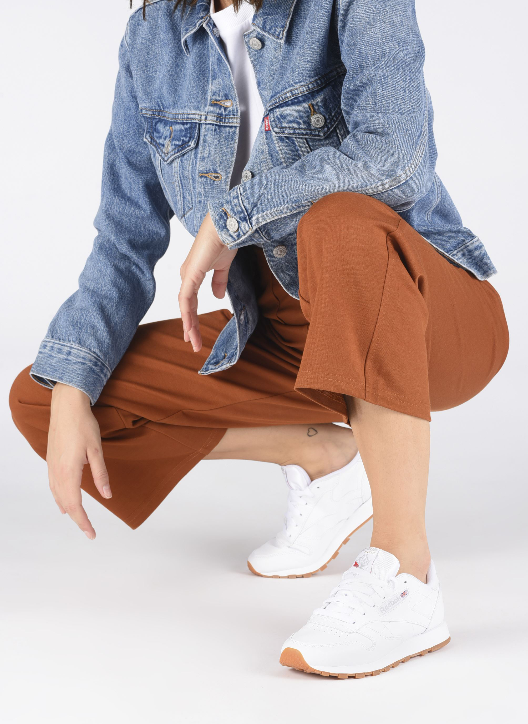 Baskets Reebok Classic Leather W Blanc vue bas / vue portée sac