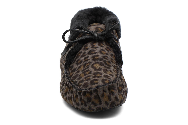 Hausschuhe Ruby Brown Mocassin Leopard grau schuhe getragen