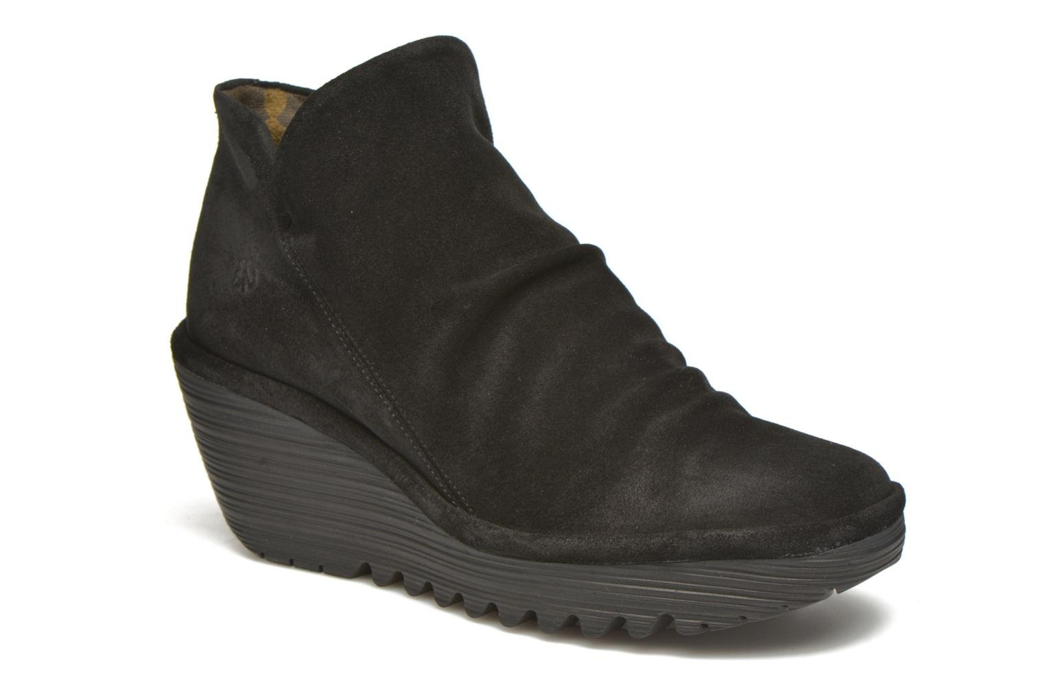 Yip Oil Suede Black