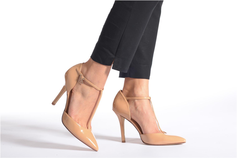 High heels Guess Teren Beige view from underneath / model view