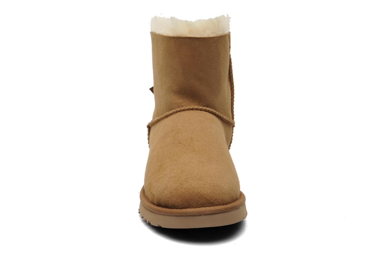 Bottines et boots UGG Mini Bailey Bow Marron vue portées chaussures