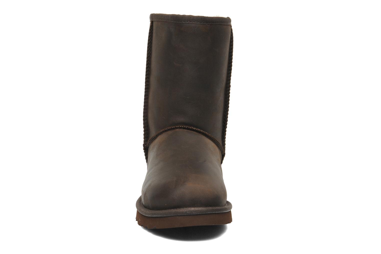Stivaletti e tronchetti UGG Classic Short Leather Marrone modello indossato