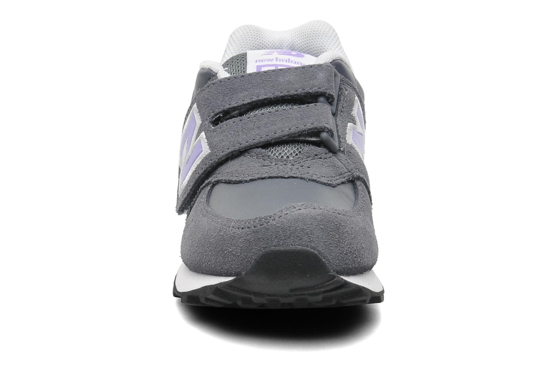 Baskets New Balance KG574 Gris vue portées chaussures