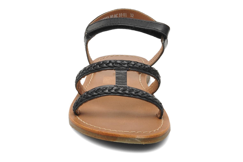 Sandales et nu-pieds Kickers Djerry V Noir vue portées chaussures