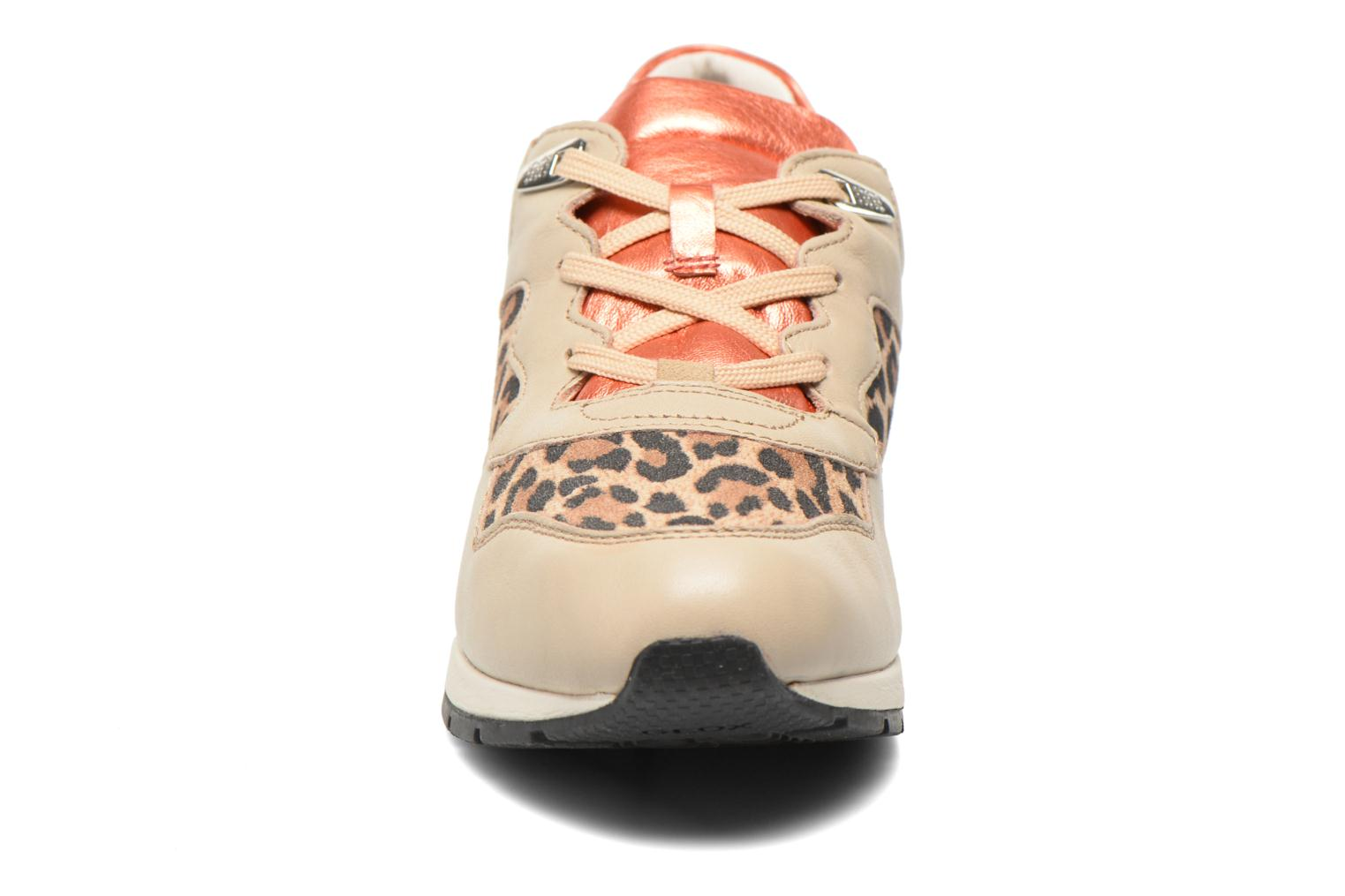 Sneakers Geox D SHAHIRA A D44N1A Beige modello indossato