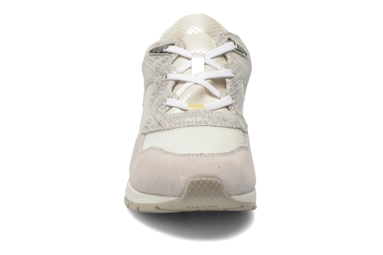 Sneakers Geox D SHAHIRA A D44N1A Bianco modello indossato