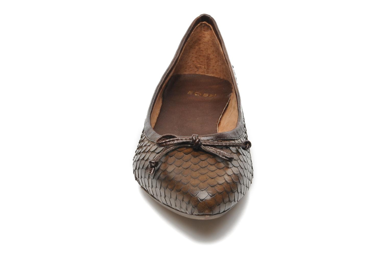Ballerines Eden BARBARA Marron vue portées chaussures