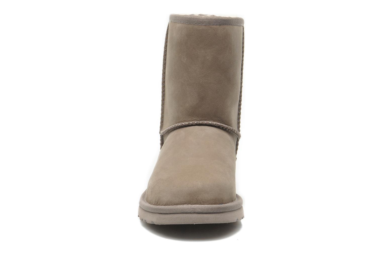 Bottes UGG K Classic Short Leather Gris vue portées chaussures