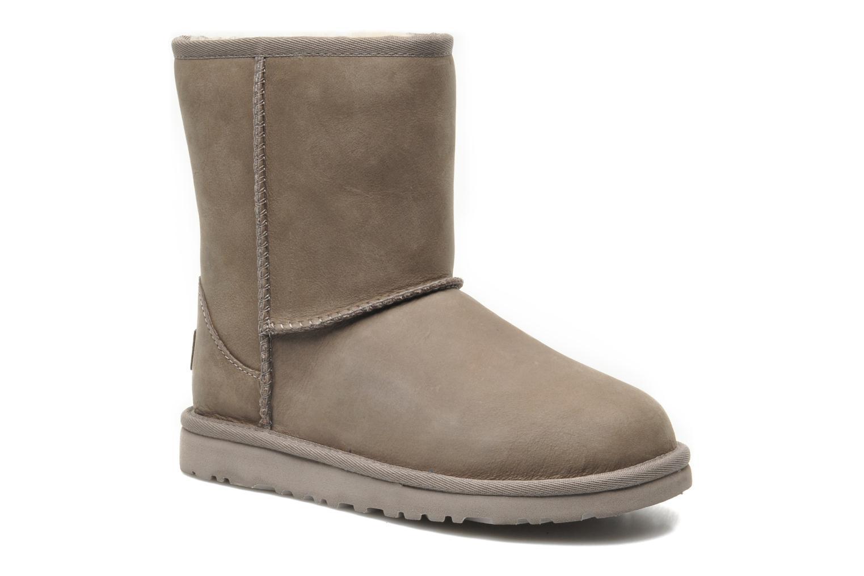Bottes UGG K Classic Short Leather Gris vue détail/paire
