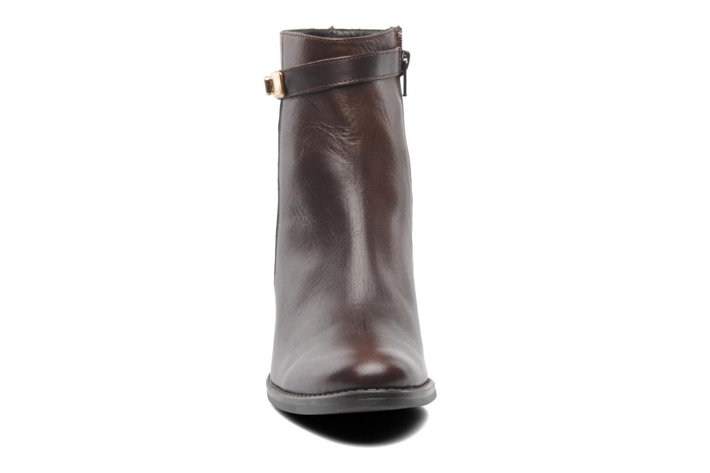 Bottines et boots Elizabeth Stuart Frida 391 Marron vue portées chaussures