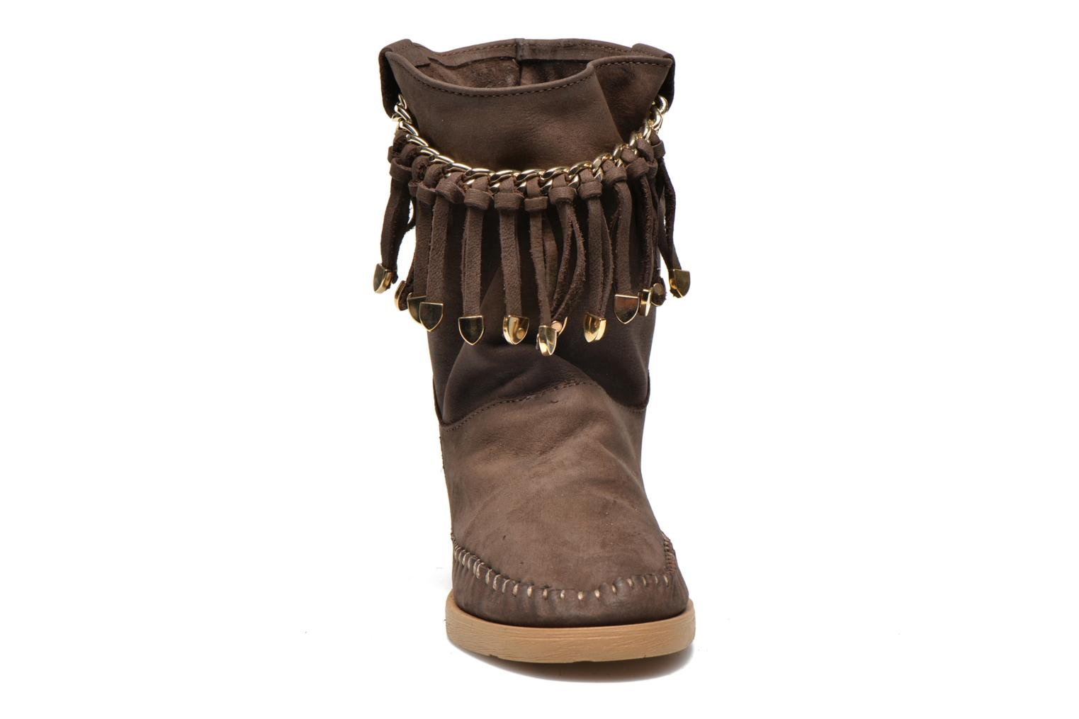 Ankle boots Karma of Charme Dakota Gold Brown model view