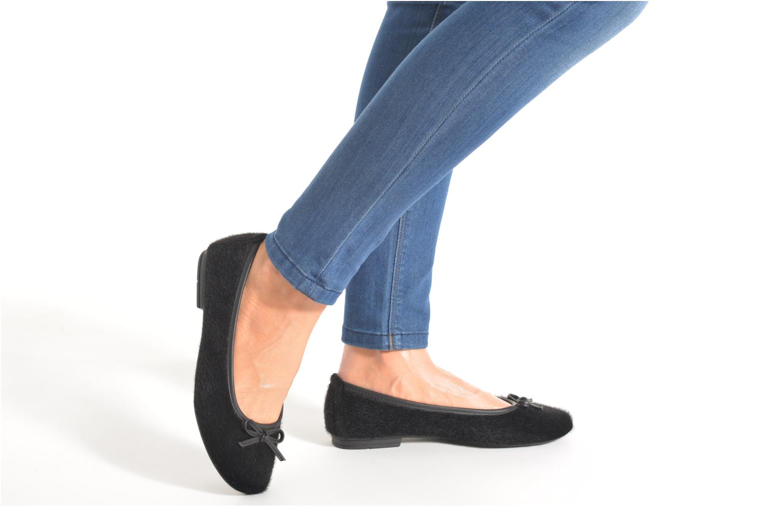 Ballet pumps Jana shoes Lila Black view from underneath / model view