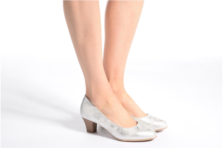 Pumps Jana shoes Anis blau ansicht von unten / tasche getragen