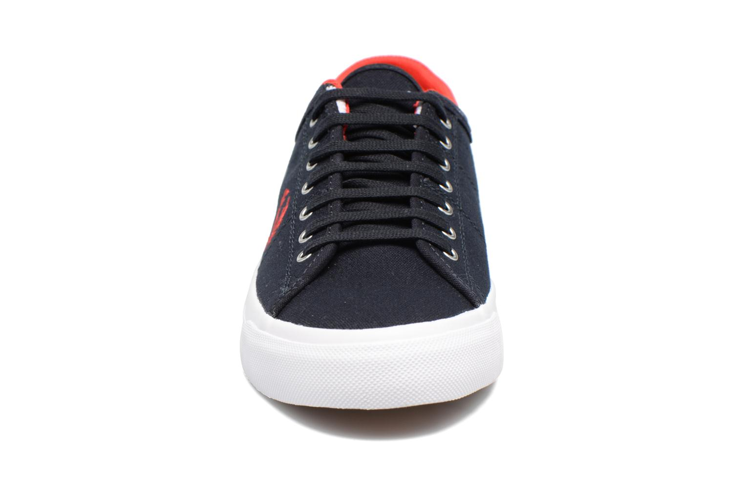Baskets Fred Perry Kendrick tipped cuff canvas Bleu vue portées chaussures