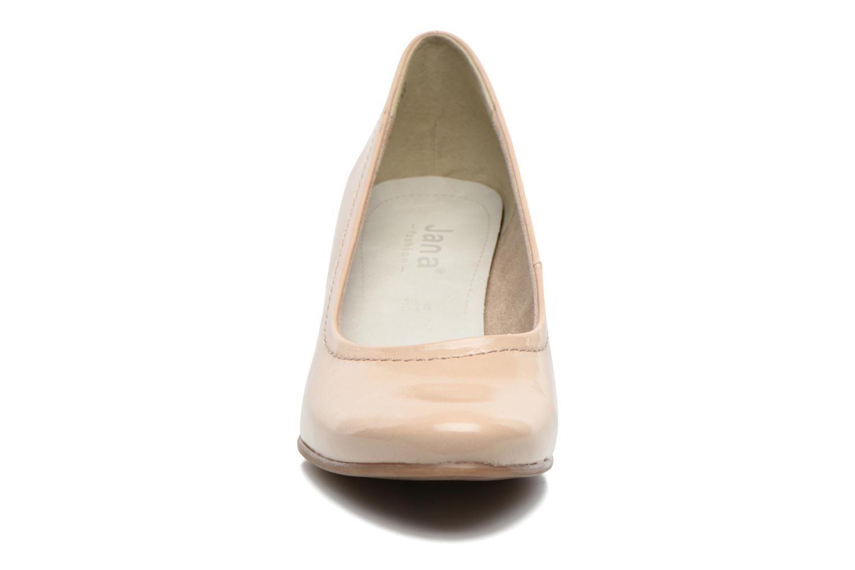Zapatos de tacón Jana shoes Bossy Beige vista del modelo