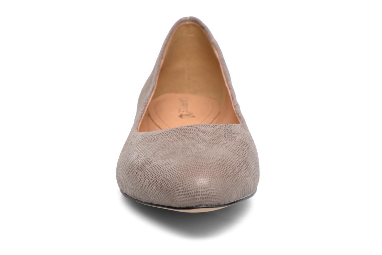 Ballerina Caprice Vinyle Silver bild av skorna på