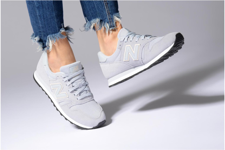 Sneaker New Balance WL373 grau ansicht von unten / tasche getragen