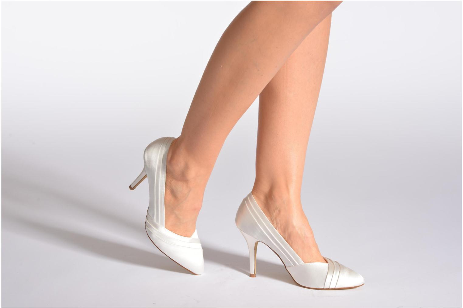 High heels Menbur Mare White view from underneath / model view