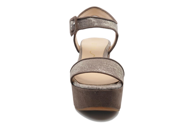 Sandales et nu-pieds Unisa Nefer Beige vue portées chaussures