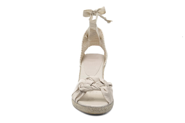 Sandali e scarpe aperte Elizabeth Stuart Riam 605 Beige modello indossato