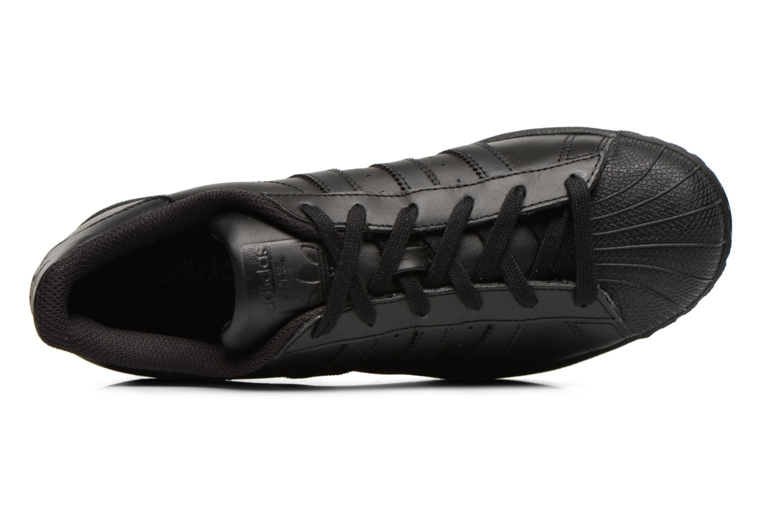 Trainers Adidas Originals Superstar Foundation Black view from the left