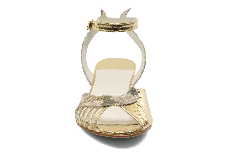 Sandalen Terry de Havilland Mini Margaux gold/bronze schuhe getragen
