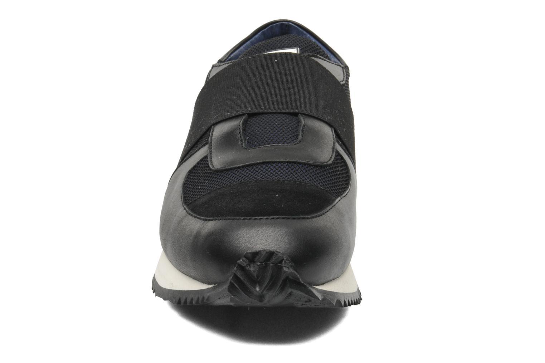 Deportivas Opening Ceremony Elastic Arrow sneaker Negro vista del modelo