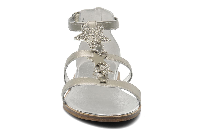 Sandali e scarpe aperte Karston Soie Argento modello indossato