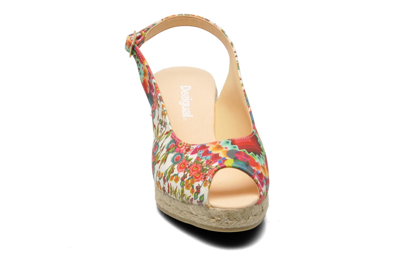 Sandali e scarpe aperte Desigual Lila Multicolore modello indossato