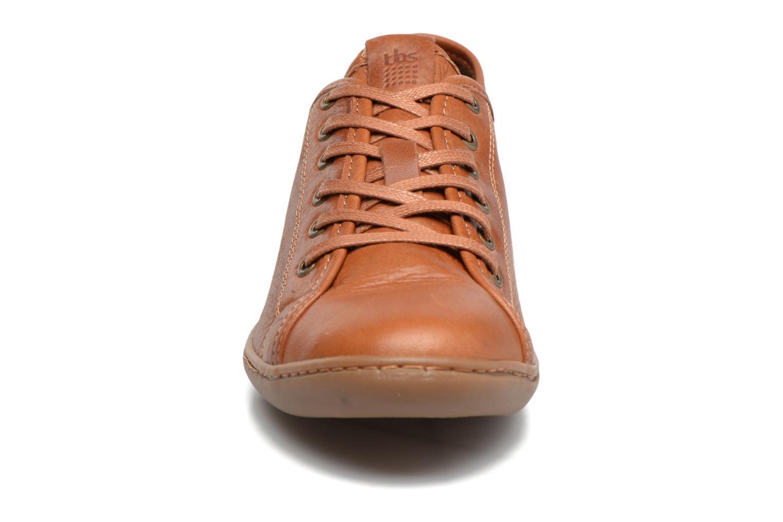 Baskets TBS Cerise Marron vue portées chaussures