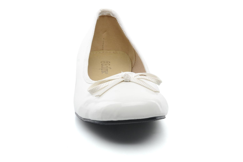 Ballerines Eclipse Ballerine classique vernis Blanc vue portées chaussures