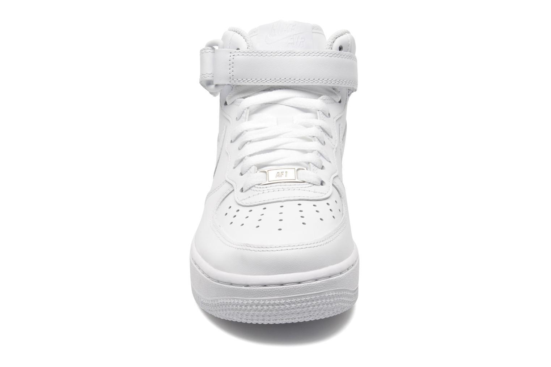 Baskets Nike Wmns Air Force 1 Mid '07 Le Blanc vue portées chaussures