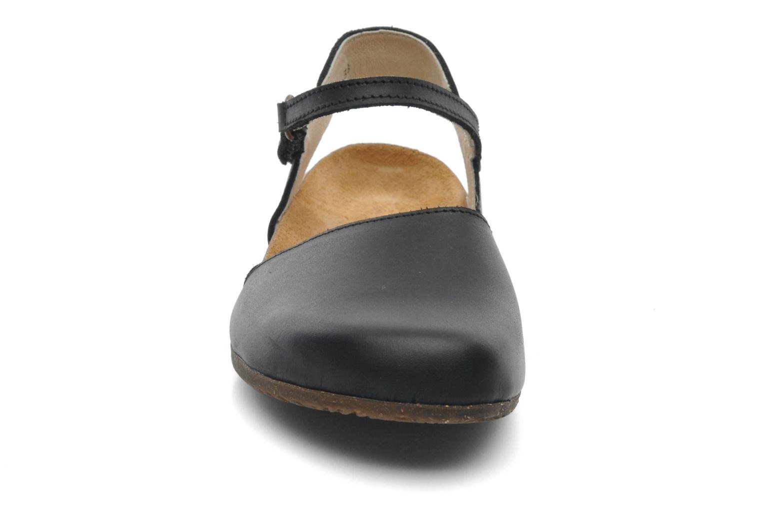 Sandals El Naturalista Wakataua N412 Black model view