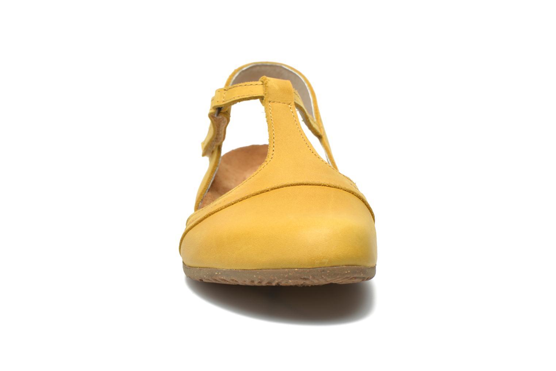 Sandales et nu-pieds El Naturalista Wakataua ND72 Jaune vue portées chaussures