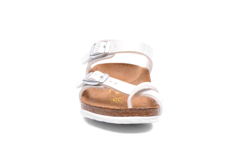 Sandales et nu-pieds Birkenstock TAORMINA Blanc vue portées chaussures