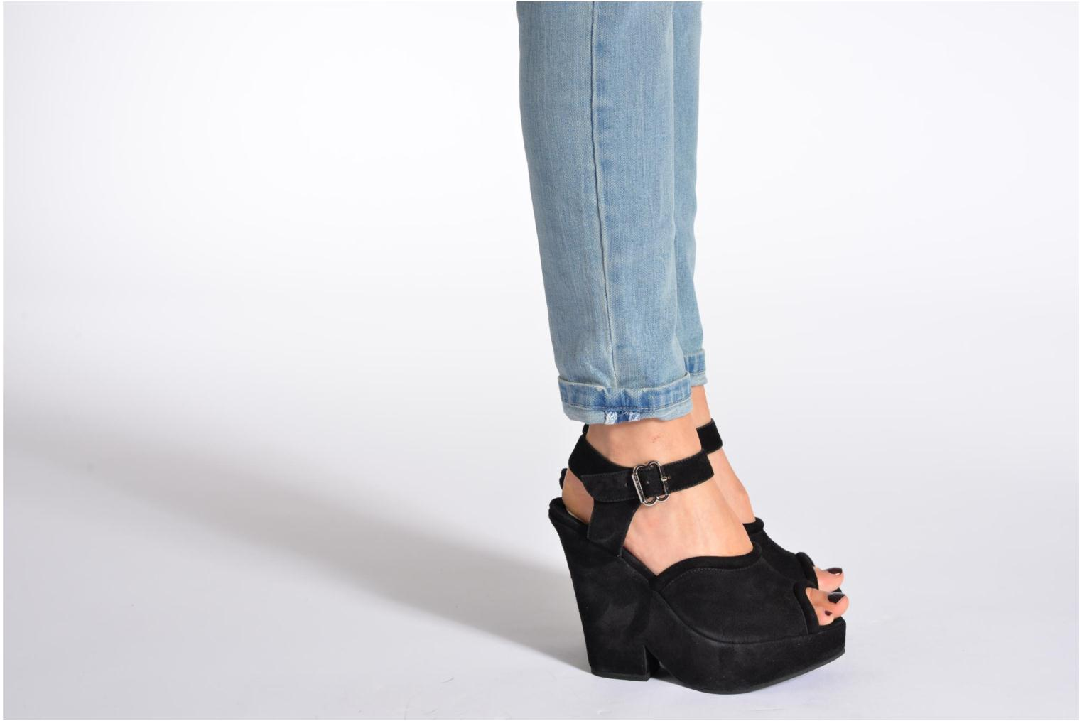 Sandals Carven Gabrielly Black view from underneath / model view