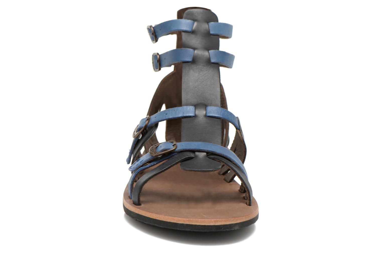 Sandales et nu-pieds Kickers Spartiaten Noir vue portées chaussures