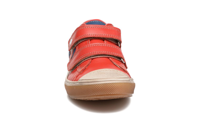 Baskets Stones and Bones Chuck Rouge vue portées chaussures