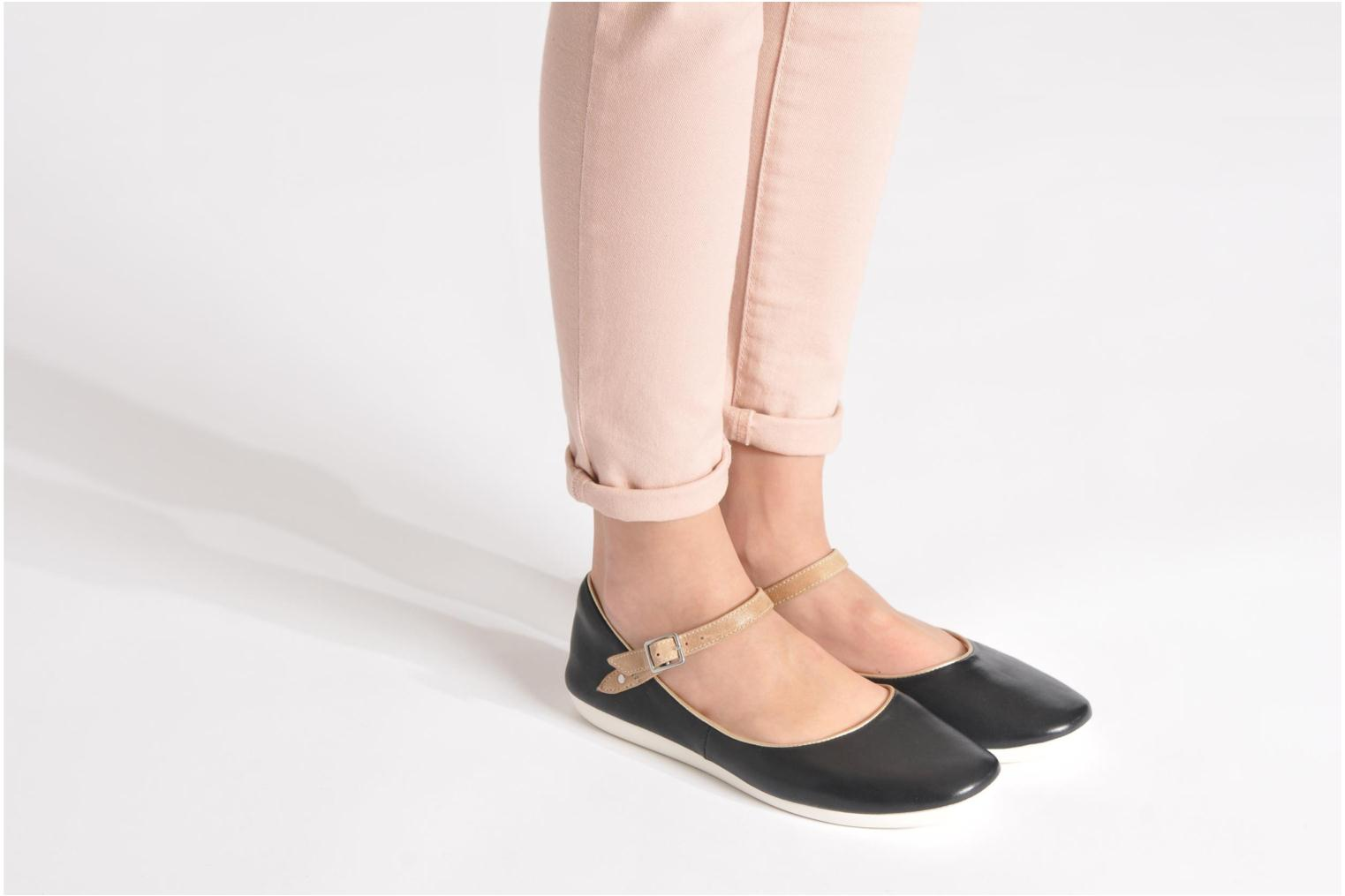 Ballet pumps Clarks Feature Film Black view from underneath / model view