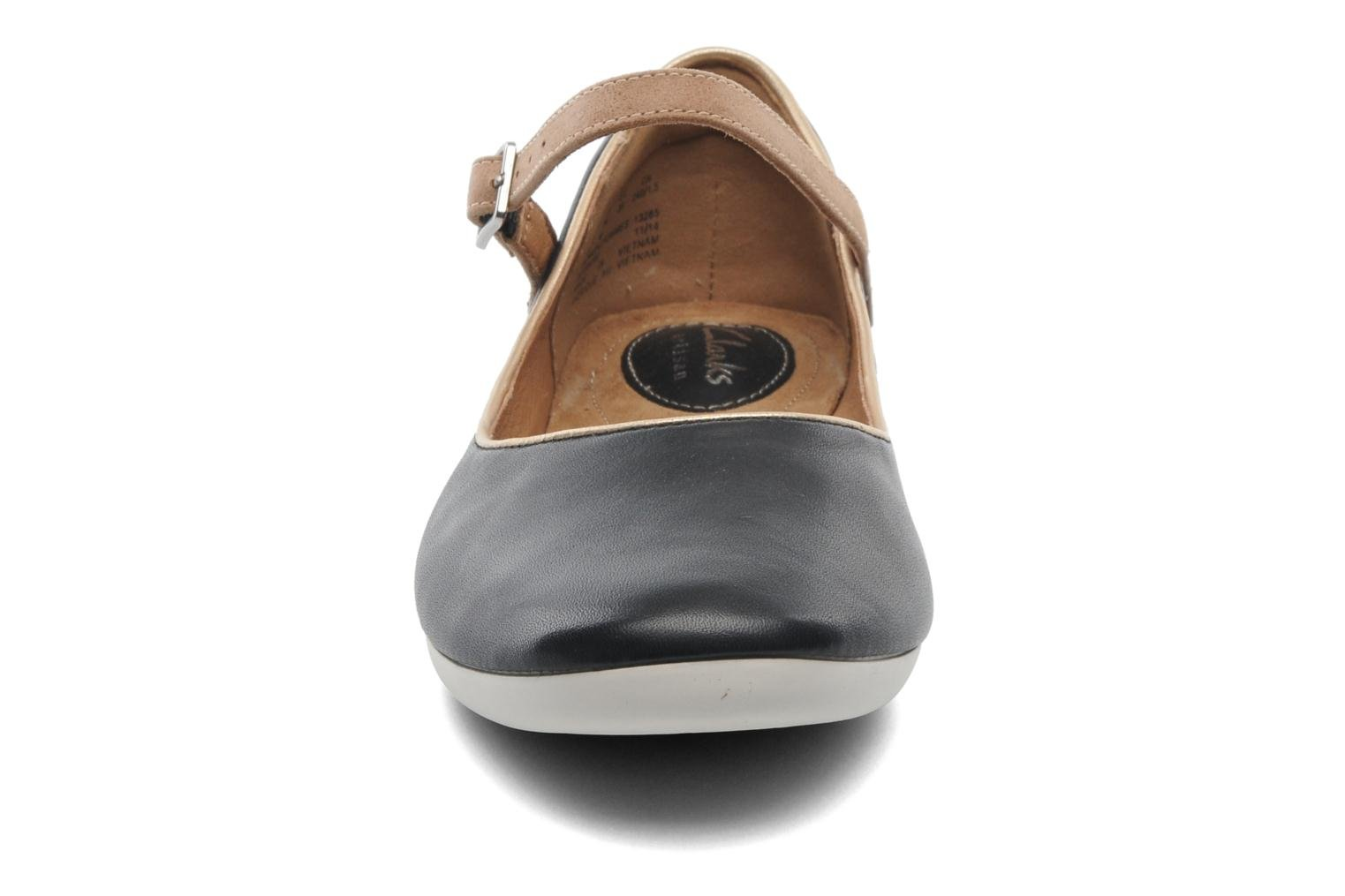 Ballerine Clarks Feature Film Nero modello indossato