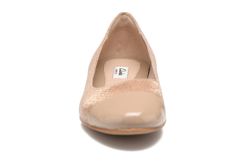 Ballerines Clarks Festival Gold Or et bronze vue portées chaussures