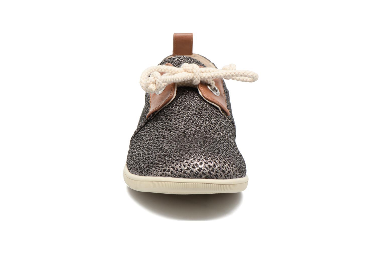 Sneakers Armistice Stone One gloss W Nero modello indossato